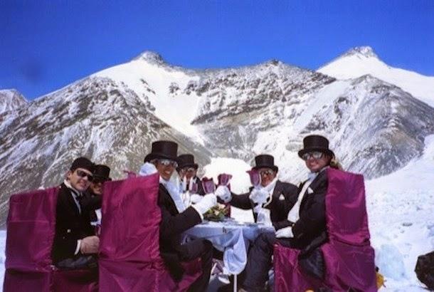 8. O jantar servido em um dos pontos mais altos do planeta
