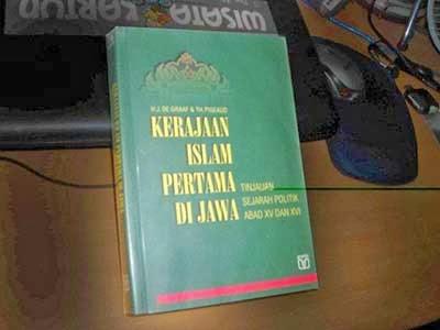 Buku Keraton Demak dan Pulau Muria