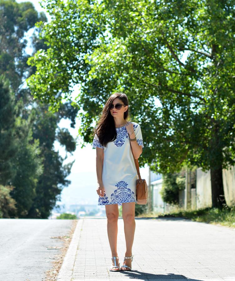 vestido branco-vestido branco curto-vestido estampado curto-bolsa tiracolo feminina-moda-roupas femininas-dicas de moda