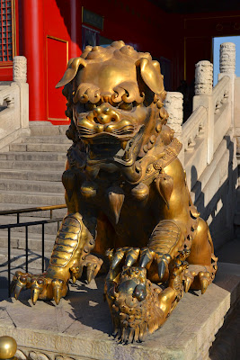 A gilded lion in front of the Palace of Tranquil Longevity