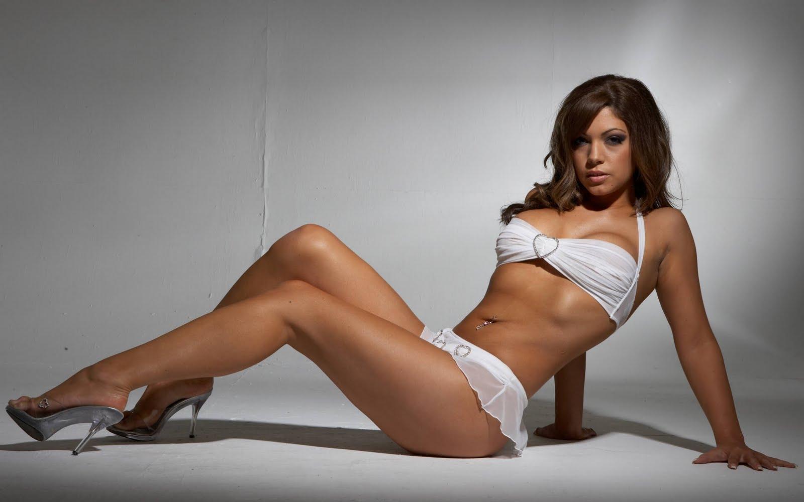 http://2.bp.blogspot.com/-YSvIgHDSjkg/Tonvdvg4vWI/AAAAAAAAGc8/o3_vesYrYBI/s1600/Samantha_Buxton_hd_wallpaper_long_legs.jpg