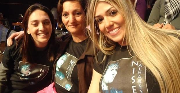 Fernanda Girão (à dir.) estava na torcida da cantora Nise Palhares, finalista do reality 'Ídolos' (2010) (Foto: Divulgação/Record)