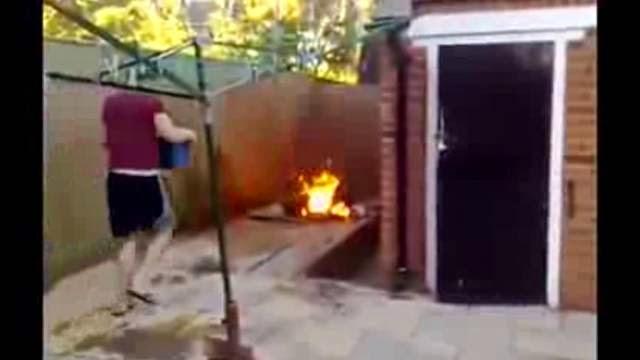 Barbecue fail : comment allumer un bbq comme un moron