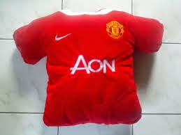 bantal boneka jersey mancester united