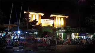 Pasar Beringharjo di malam hari