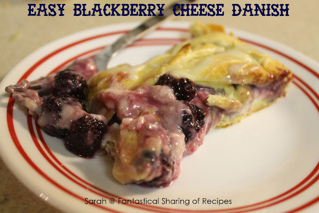 Easy Blackberry Cheese Danish. This breakfast is simple, fast, and over-the-top amazing. #blackberry #danish