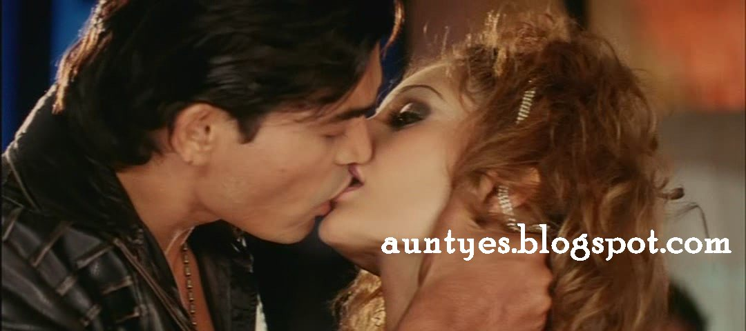 bollywood hot french kissed