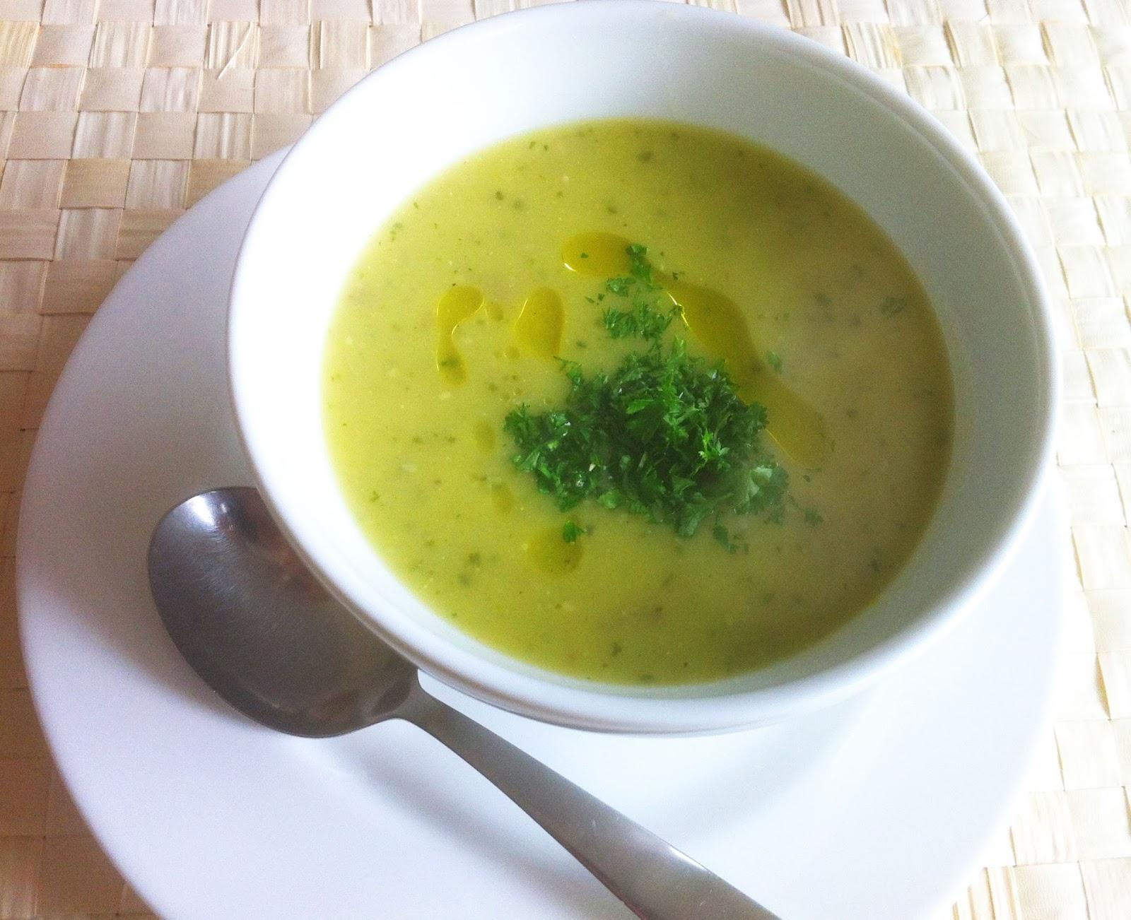 cuisiner bien kartoffel zucchini suppe. Black Bedroom Furniture Sets. Home Design Ideas