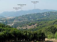 Vistes del Castell de Burriac i del Turó de Céllecs des la capella de Sant Martí de Mata