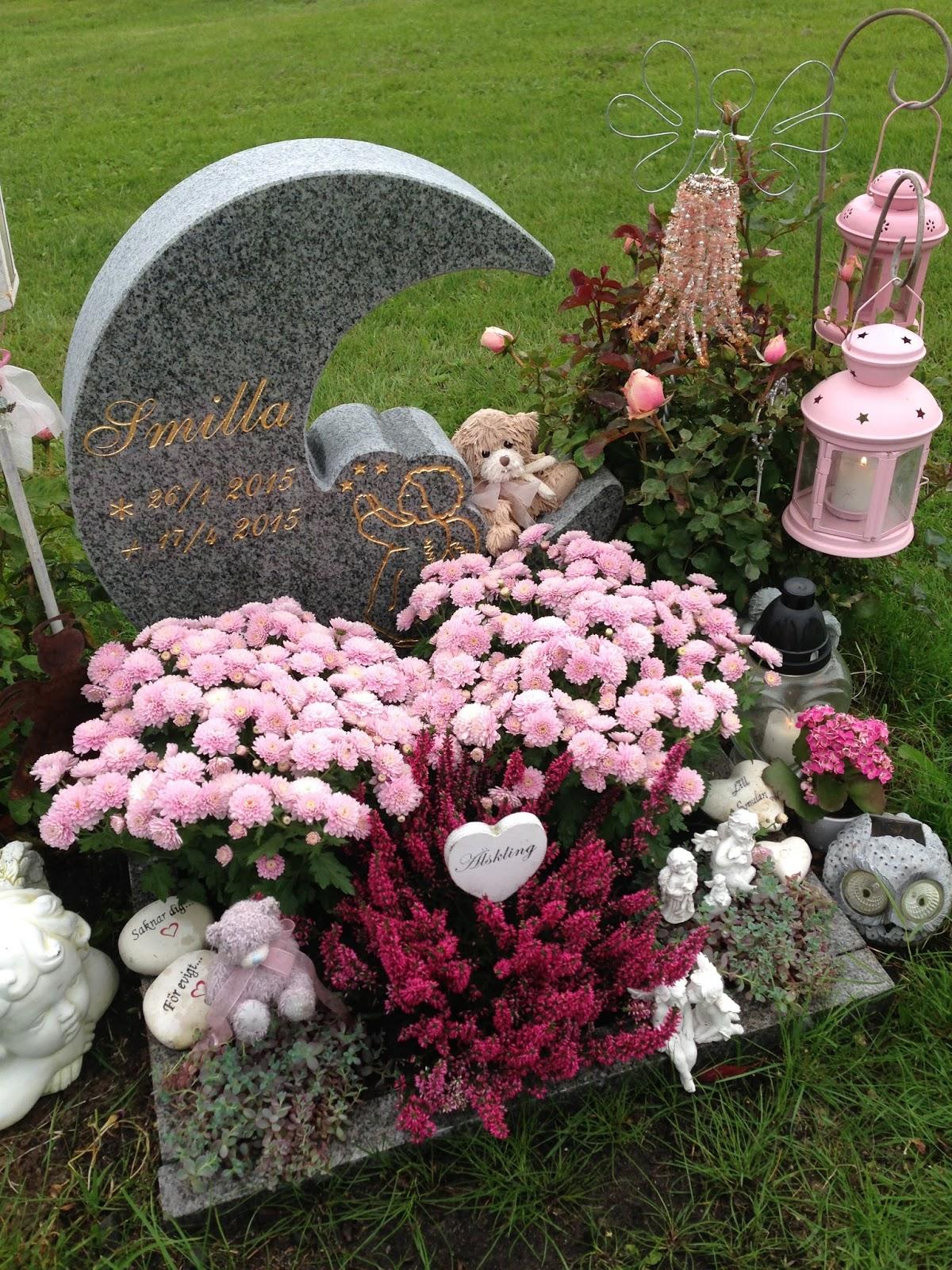sommarblommor på graven