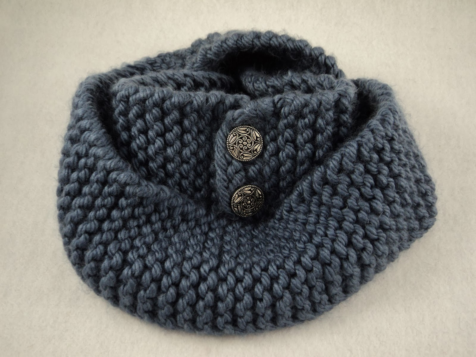 moniqueraedesigns: Free Button Scarf Knit Pattern