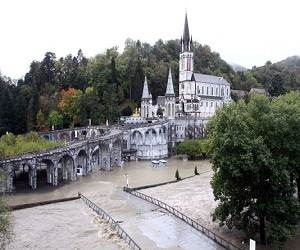 Catholic_shrine_Lourdes_France_flood_photo