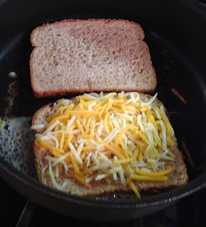 Making grilled cheese with bacon