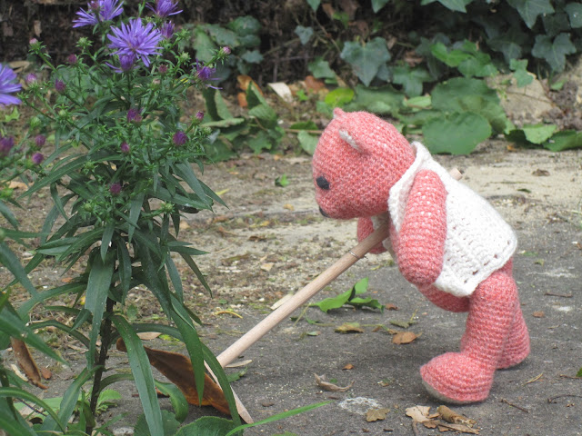 Fiddly Fingers crochet bear Taffy sweeping leaves