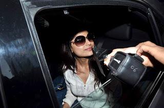 Shamita Shetty & celbs Shilpa Shetty in hospital