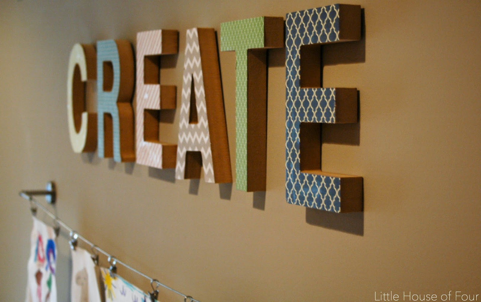 A perfectly organized art space for kids. - littlehouseoffour.com