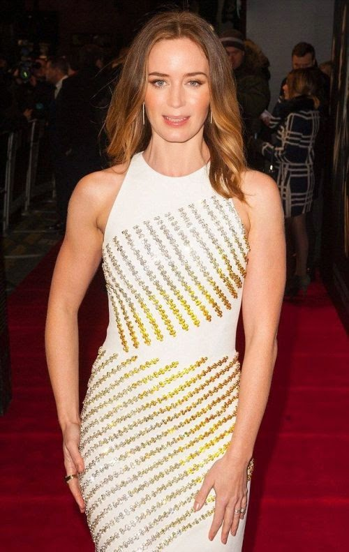 Emily Blunt thought that she would catch everyone's eyes with her fashion art design as she's on fully right to the Woods premiere at London, England on Wednesday, January 7, 2015.