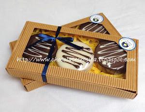 Alfajores Personalizados en Caja con adhesivo especial y cinta de regalo