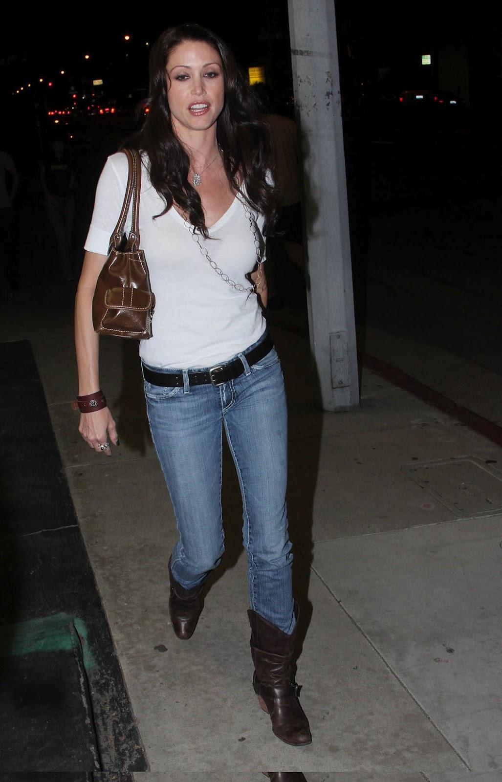 http://2.bp.blogspot.com/-YW4oHXNT1Bo/T8n_Kuf8fVI/AAAAAAAAIHI/Jy5AsUPP0Hg/s1600/shannon_elizabeth_jeans_side_2.jpg