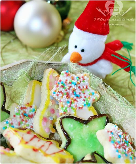 Receita prática de biscoitos natalinos  com cobertura de  glacê que até criança pode fazer