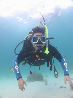 Taing your first breaths underwater, PADI Discover Scuba Diving, Malapascua Exotic Island Dive resort
