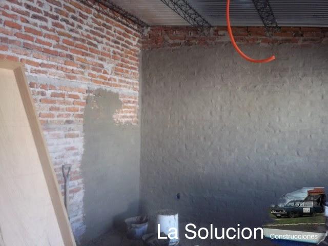 Revoque rustico el bolseado dormitorio ba o alero y - Como se hace una pared de ladrillos ...