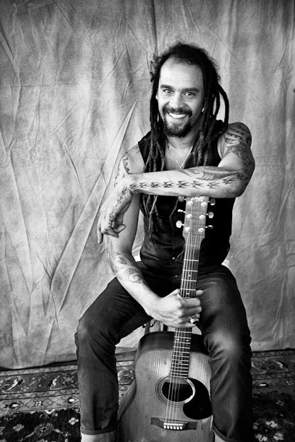 Traduzione testo download Show Me A Sign - Michael Franti & Spearhead