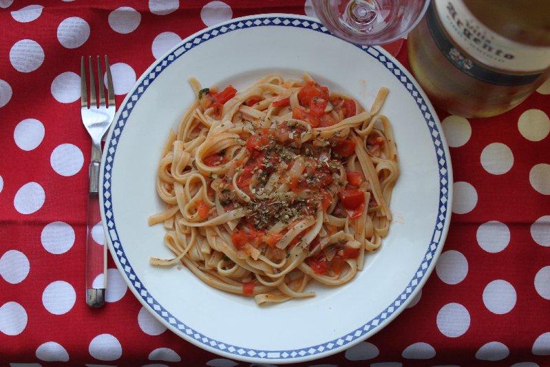 Linguini con salsa di pomodoro