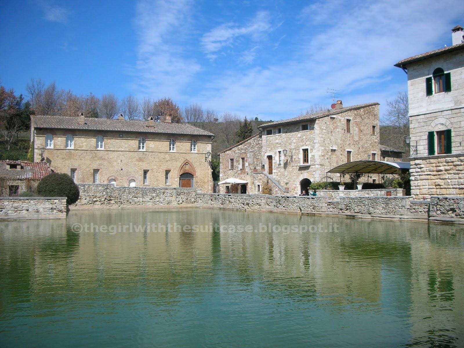 Bagno vignoni il gioiello della val d 39 orcia the girl with the suitcase - Hotel la posta bagno vignone ...