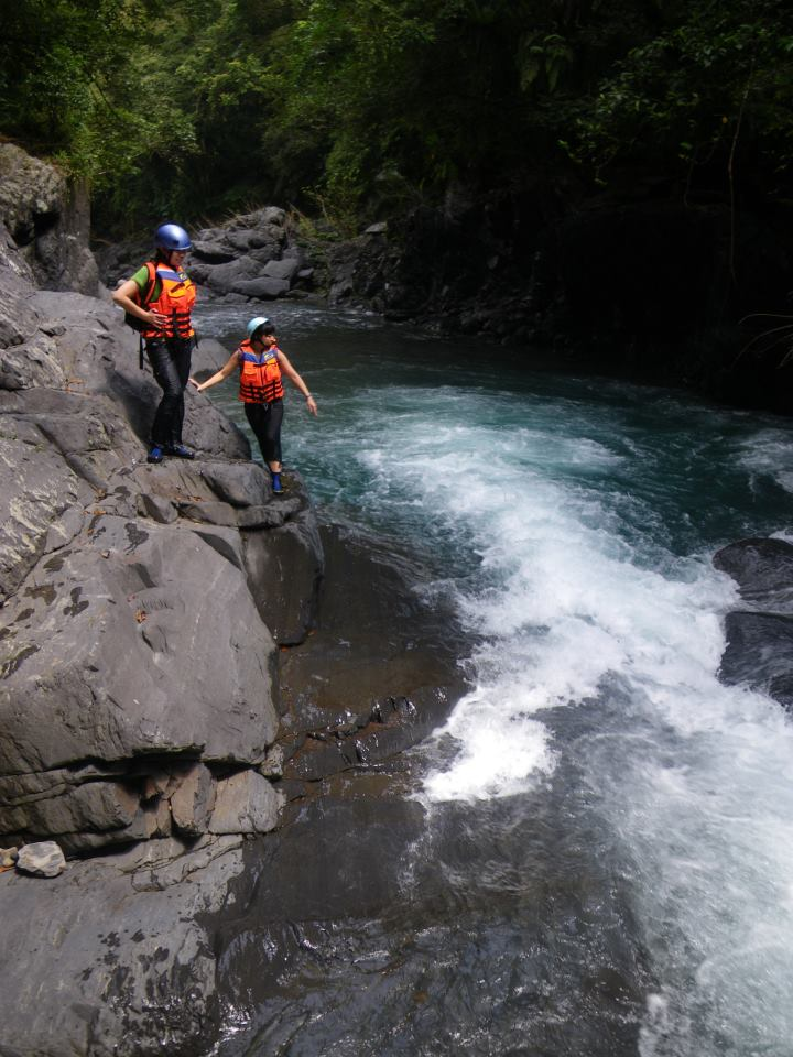 523 Mountaineering Association A Yu Stream River Tracing