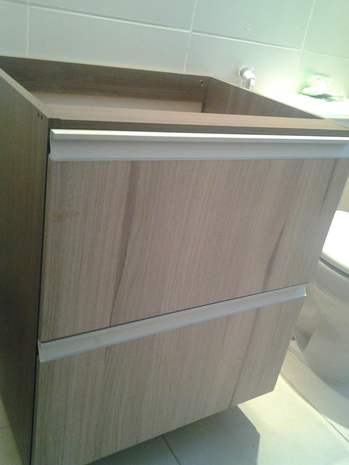 armario do banheiro uma basculante e um gavetaõ faltando ainda  #567A51 1200 1600