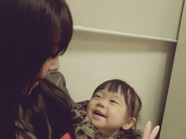Minah Adorable Selca With Niece 03