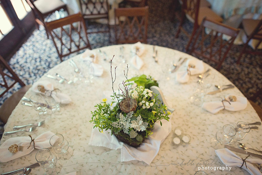 Creative diy centerpiece decorations nature style nature favors centerpiece displays do not have to be expensive or elaborate especially if you are planning a nature themed wedding bridal shower baby shower or event junglespirit Image collections