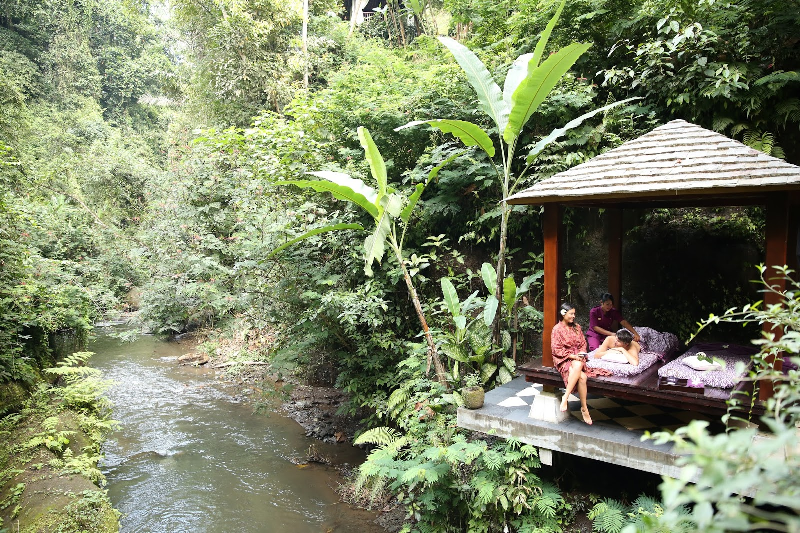Kee hua chee live hang out in hanging gardens ubud for Hanging garden pool ubud
