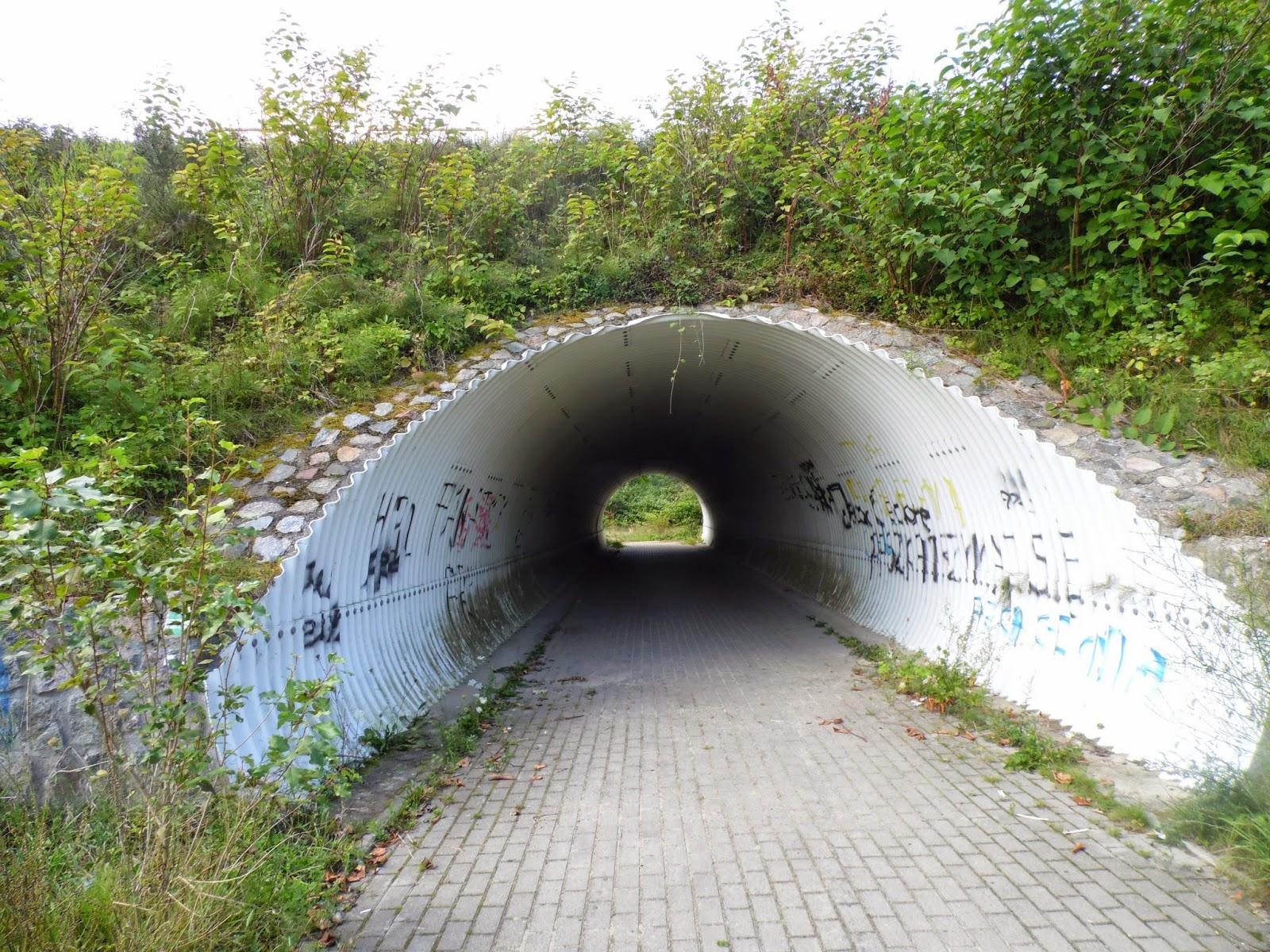 Koniec Strondowego Jaru - przejście pod ul. Pucką w Jastrzębiej Górze.