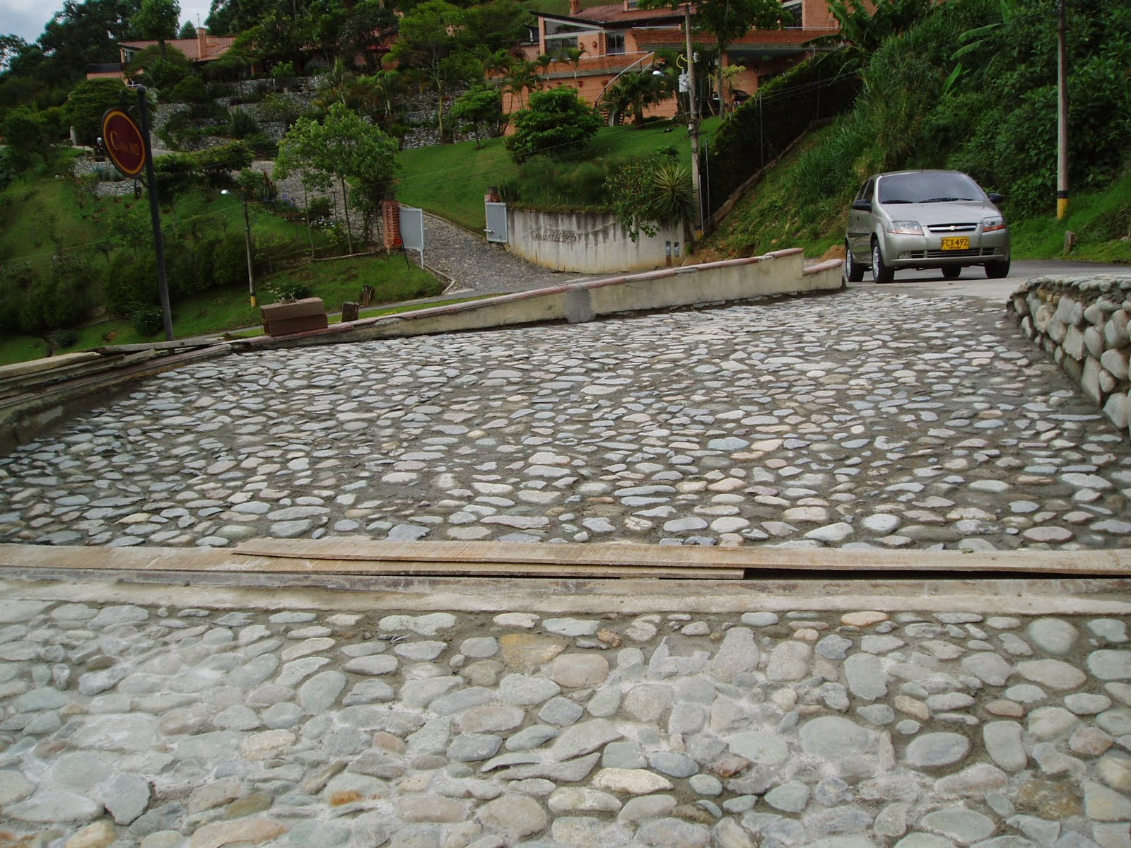 Piso piedra imagui for Entradas de pisos