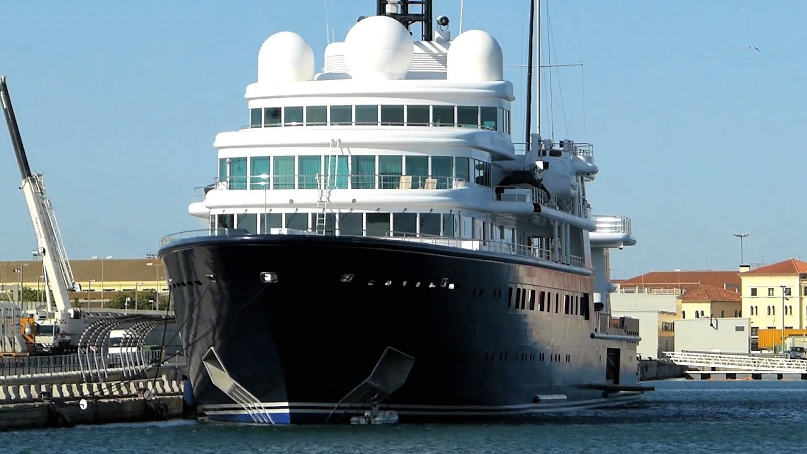 Le Grand Bleu Superyacht