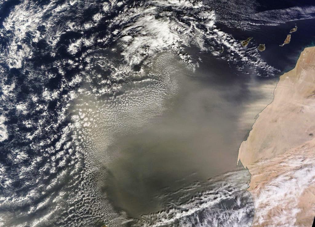 Canarias escapa de la gran calima por poco