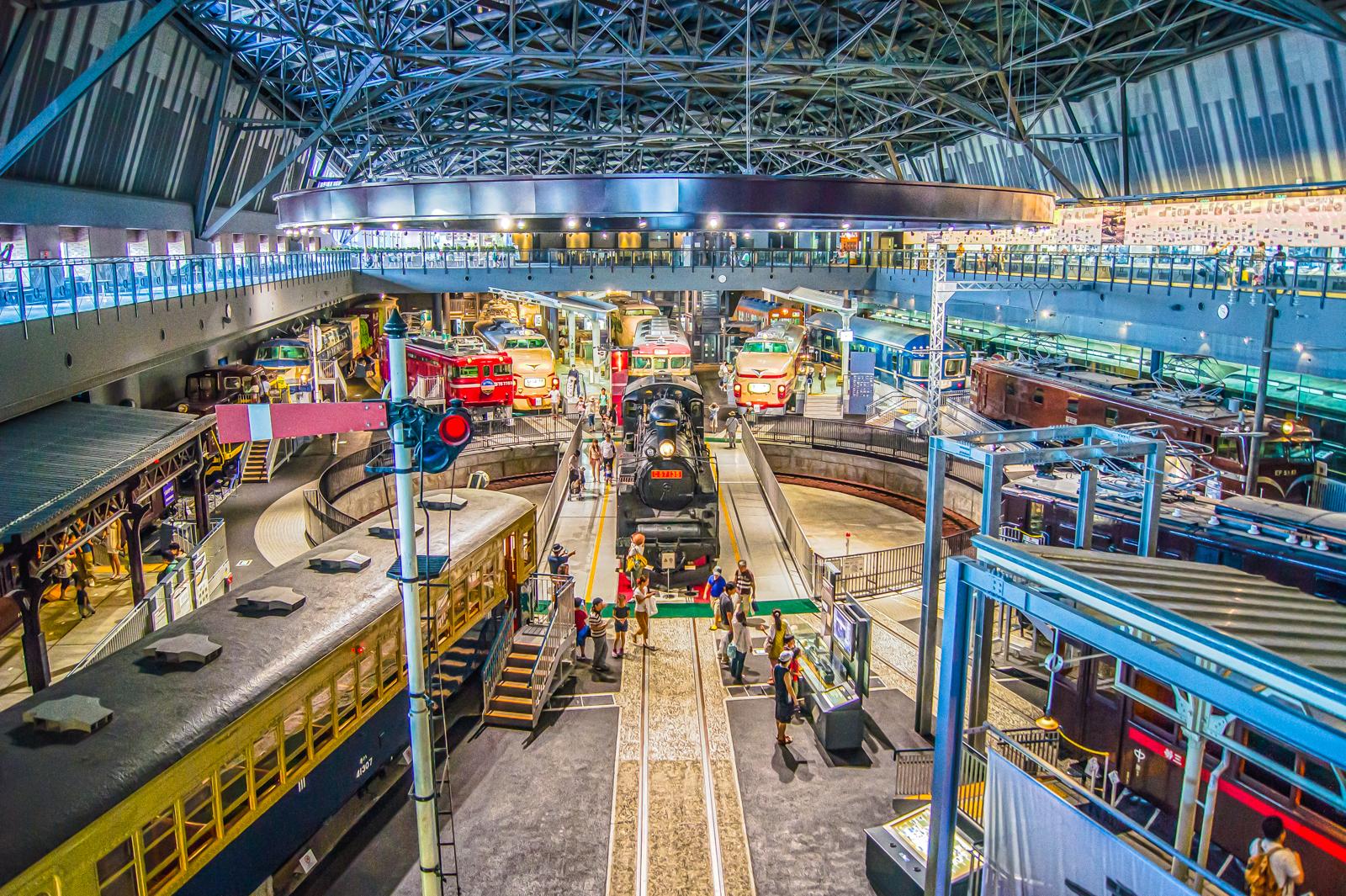 2階から撮影した鉄道博物館内の写真