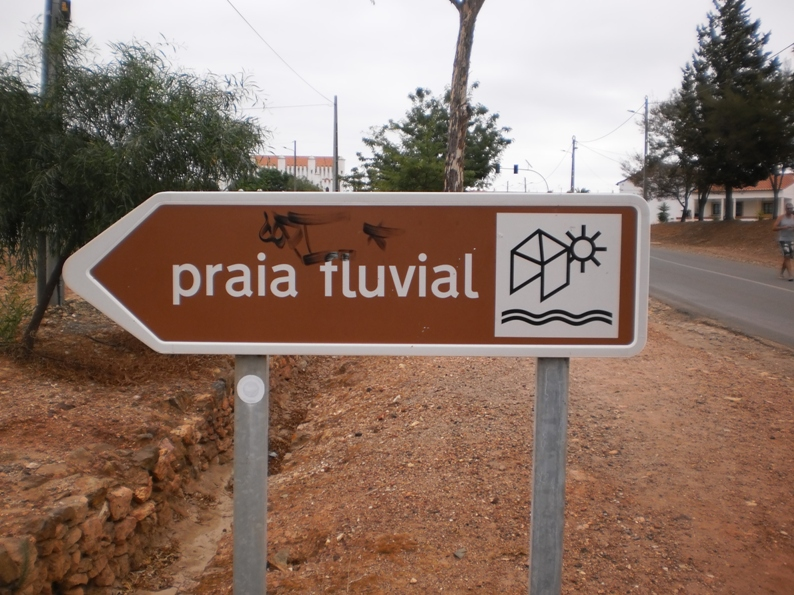 Sinalizarão para a Praia Fluvial na Estrada Nacional 260