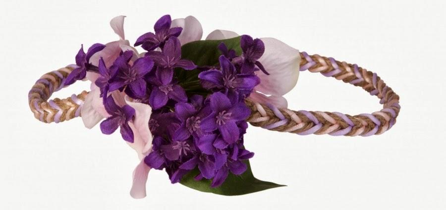 yo como os deca al principio pude asistir a un bonito taller que realizaron en el que nos ensearon a hacer coronas de flores