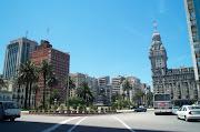Limita al noreste con Brasil, al oeste con Argentina (provincias de Entre .