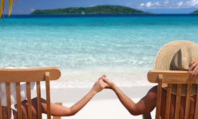 pareja disfrutando de sus vacaciones