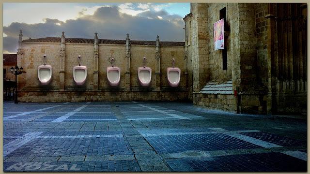 """Urinarios masculinos rosa chicle en """"La Inmaculada"""", 2013 Abbé Nozal"""