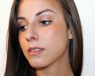 Maquillaje con polvos bronceadores por técnicos de Mery Make up
