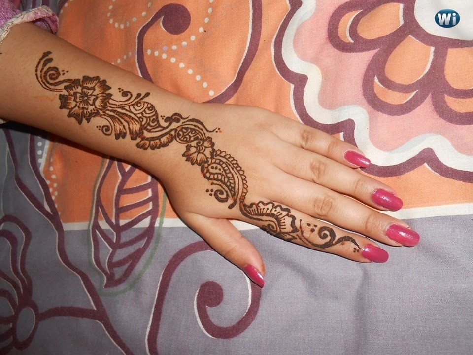 Mehndi Wrist : Mehndi page top arabic that highlights the wrist beauty