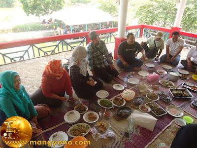 FOTO 9 : Makanan kesukaan saya ada juga... Karedok... Hehe