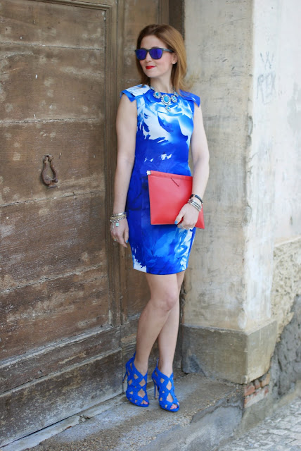 Red clutch, blackfive dress, Zara blue suede heels, Oakley blue mirror sunglasses, Fashion and Cookies, fashion blogger