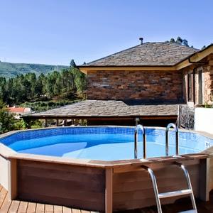 Case di Lusso: Materiali particolari per una piscina sul terrazzo