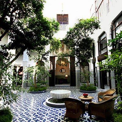 Granelli di sabbia i riad marocchini for Better homes and gardens courtyard ideas
